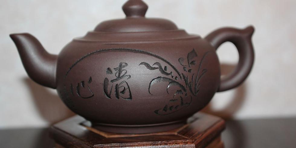 Выставка чайников из исинской глины