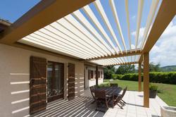 Pergola 2 modules lames parallèles à la façade