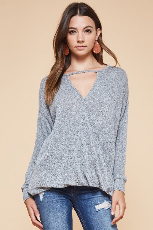 SCOOP V-NECK TOP