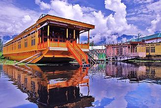 Kashmmir-houseboat-2.jpg