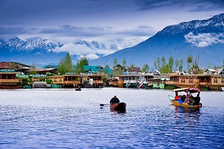 acj-1804-houseboat-in-kashmir.jpg