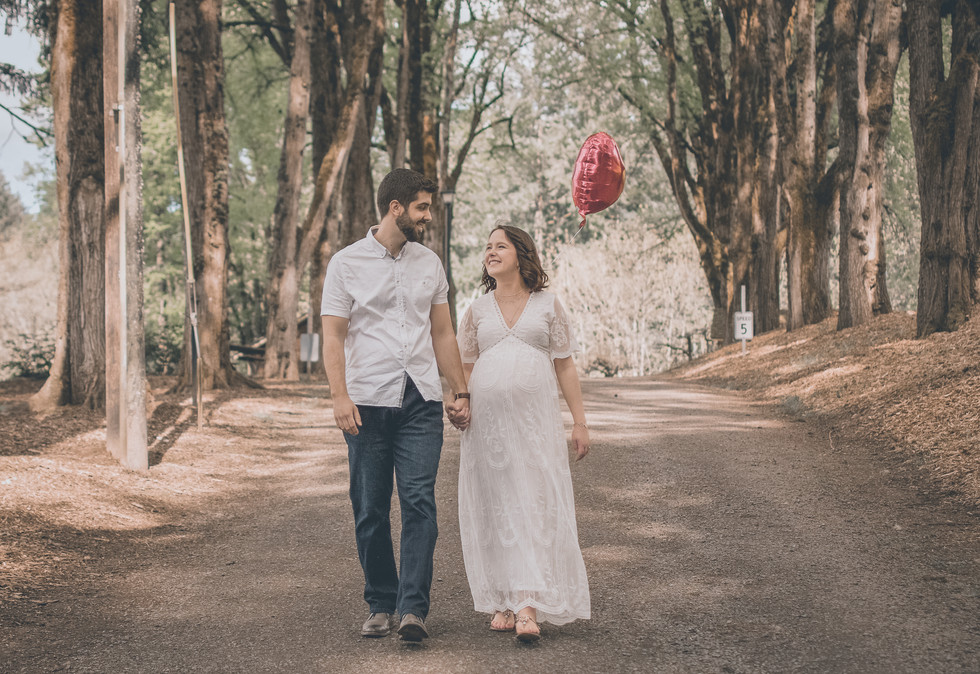 Jason & Maria Outdoor Maternity Sessions