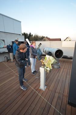 Teleskop bei Tageslicht.