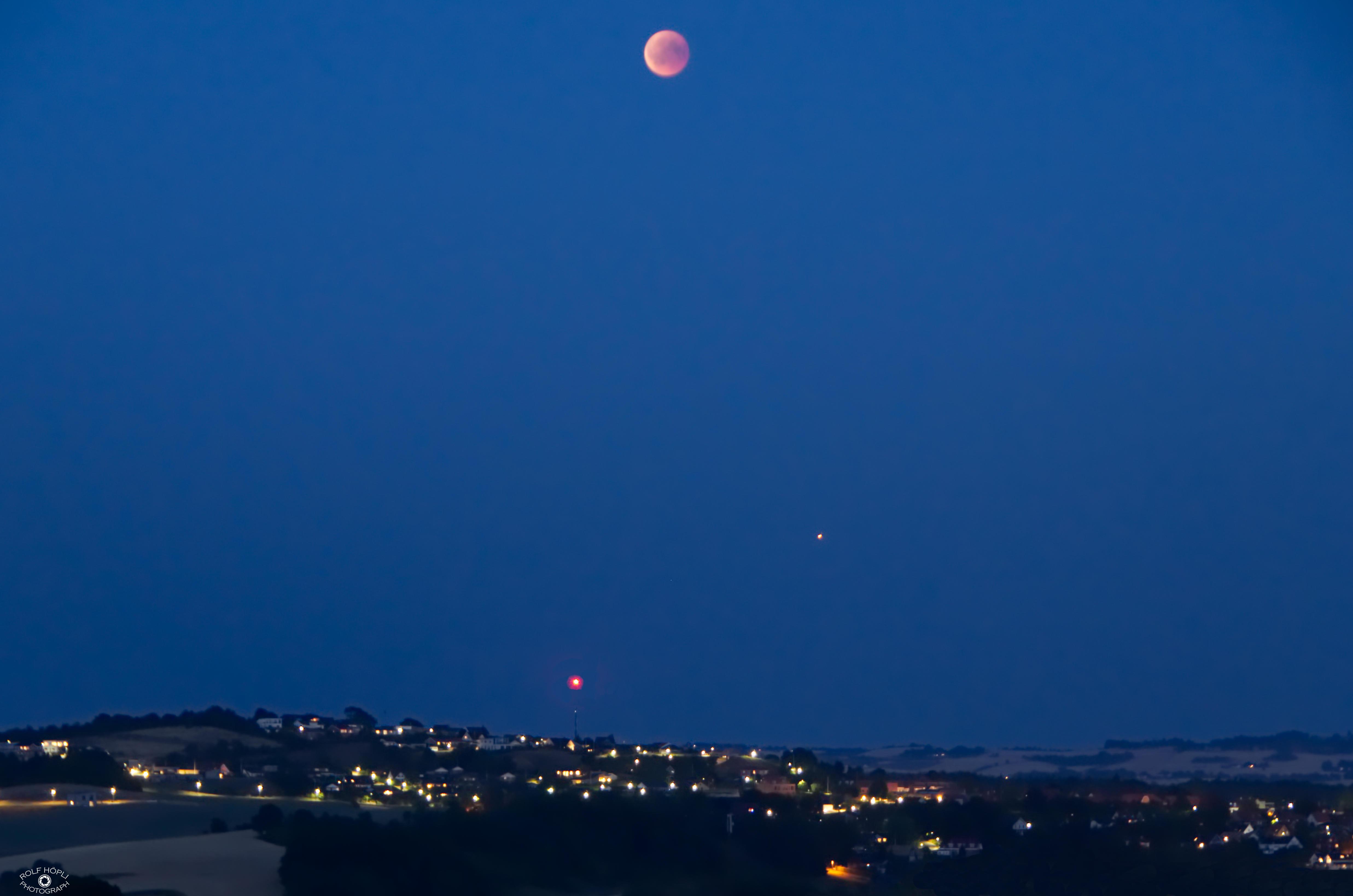 Mondfinsternis und Mars