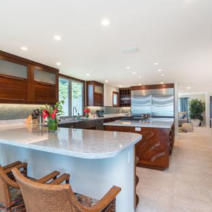Royal Hawaiian Estate - Kitchenette Bar
