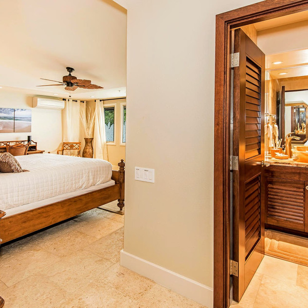 Royal Hawaiian Estate - Ohana Suite Master Bedroom