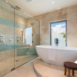 Royal Hawaiian Estate - Master Bathroom Tub