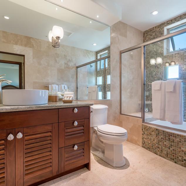 Royal Hawaiian Estate - Bathroom