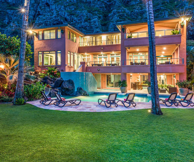 Royal Hawaiian Estate - Evening Ambiance
