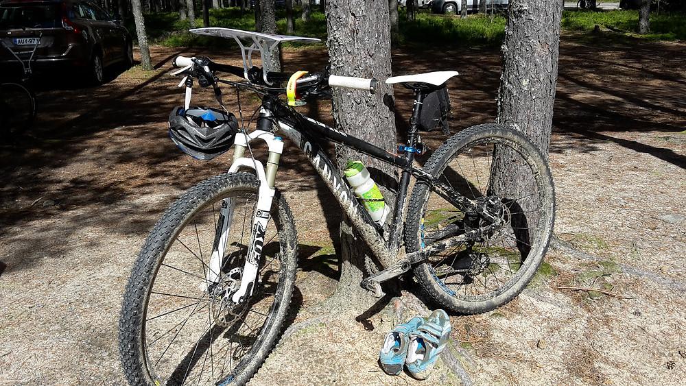 Efter målgång i Teuvas nationella cykelorienteringstävling i juli 2015