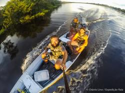 Na lancha no Lago Mamirauá