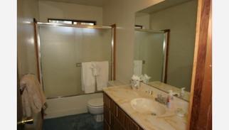 Martis - original outdated bathroom