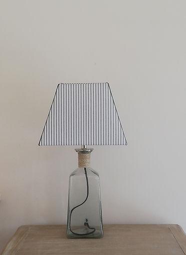 LAMPE EN VERRE MODERNE.jpg