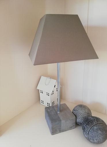 lampe de table en bois et zinc