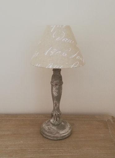 lampe en bois cérusé .jpg