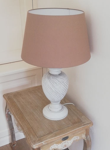 LAMPE EN BOIS BLANC.jpg