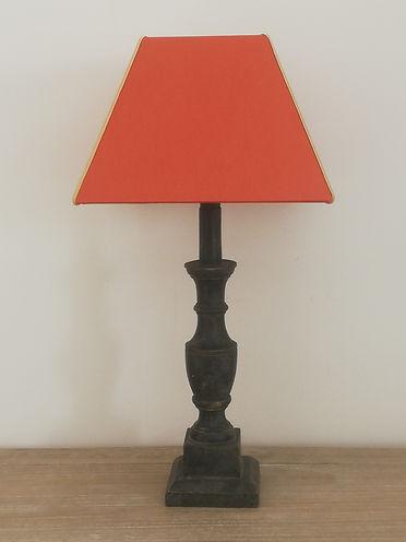 lampe enbois sculpté et son abat-jour en