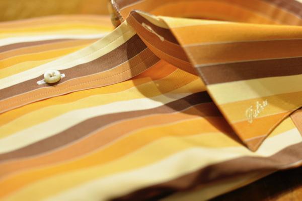 襟元の刺繍