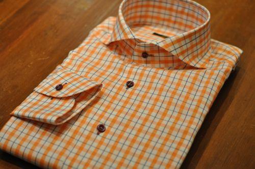 オレンジシャツ