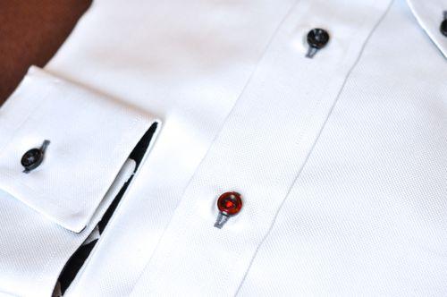 第二ボタンだけ赤