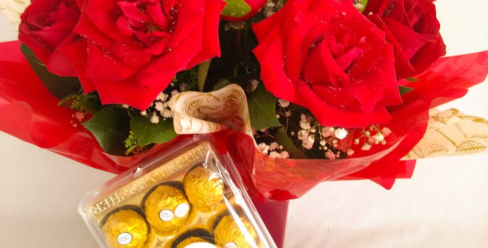 Arranjo de rosas com chocolate ferreiro roche