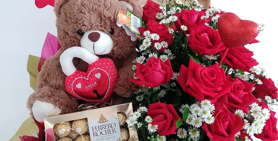 caixa de Pelucia, flores e chocolates