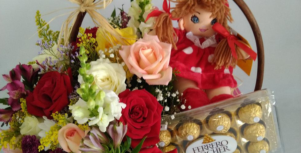 Cesta de flores coloridas  com boneca e chocolate