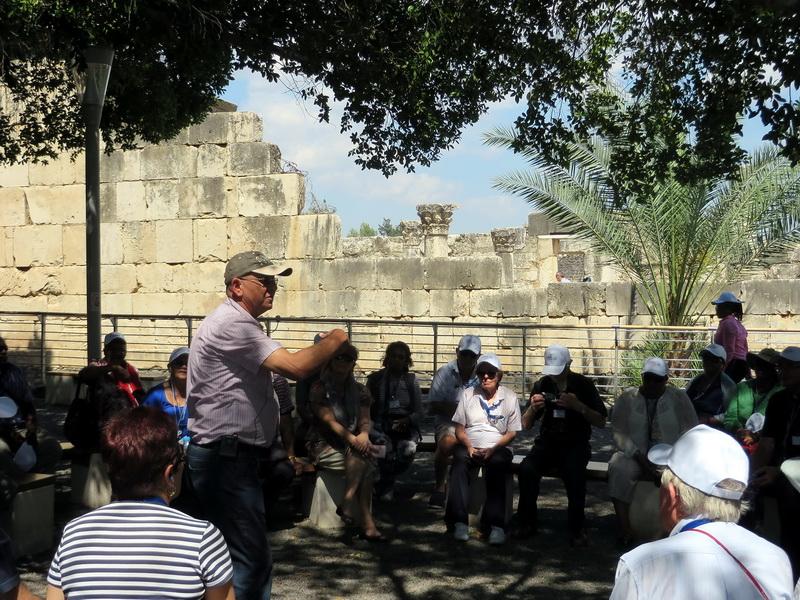 Rimon explains in Capernaum.jpg