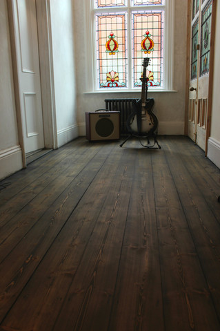 Black floor oil and pine; a match made in heaven