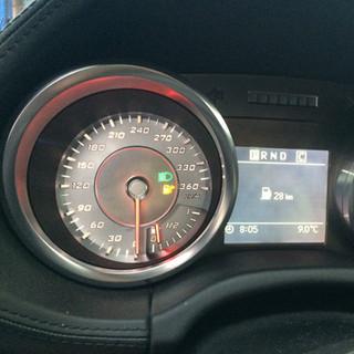Mercede-Benz SLS perdfarytas iš MPH į km/h