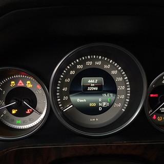 Mercedes-Benz E-class w212 perdarytas iš MPH į km/h.