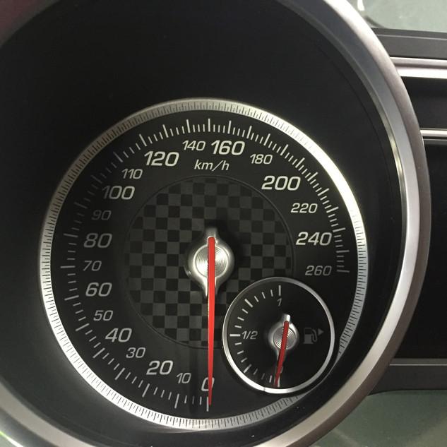 Mercedes-Benz ML W166 perdarytas iš MPH į km/h