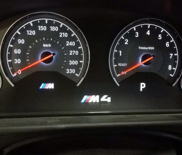 BMW M4 spidometras