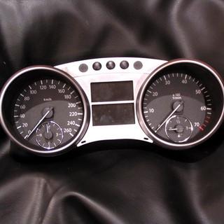 Mercedes-Benz ML  W164 perdarytas iš MPH į km/h.