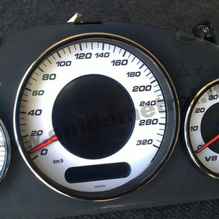Mercedes-Benz E-class  W211 AMG perdarytas iš MPH į km/h.