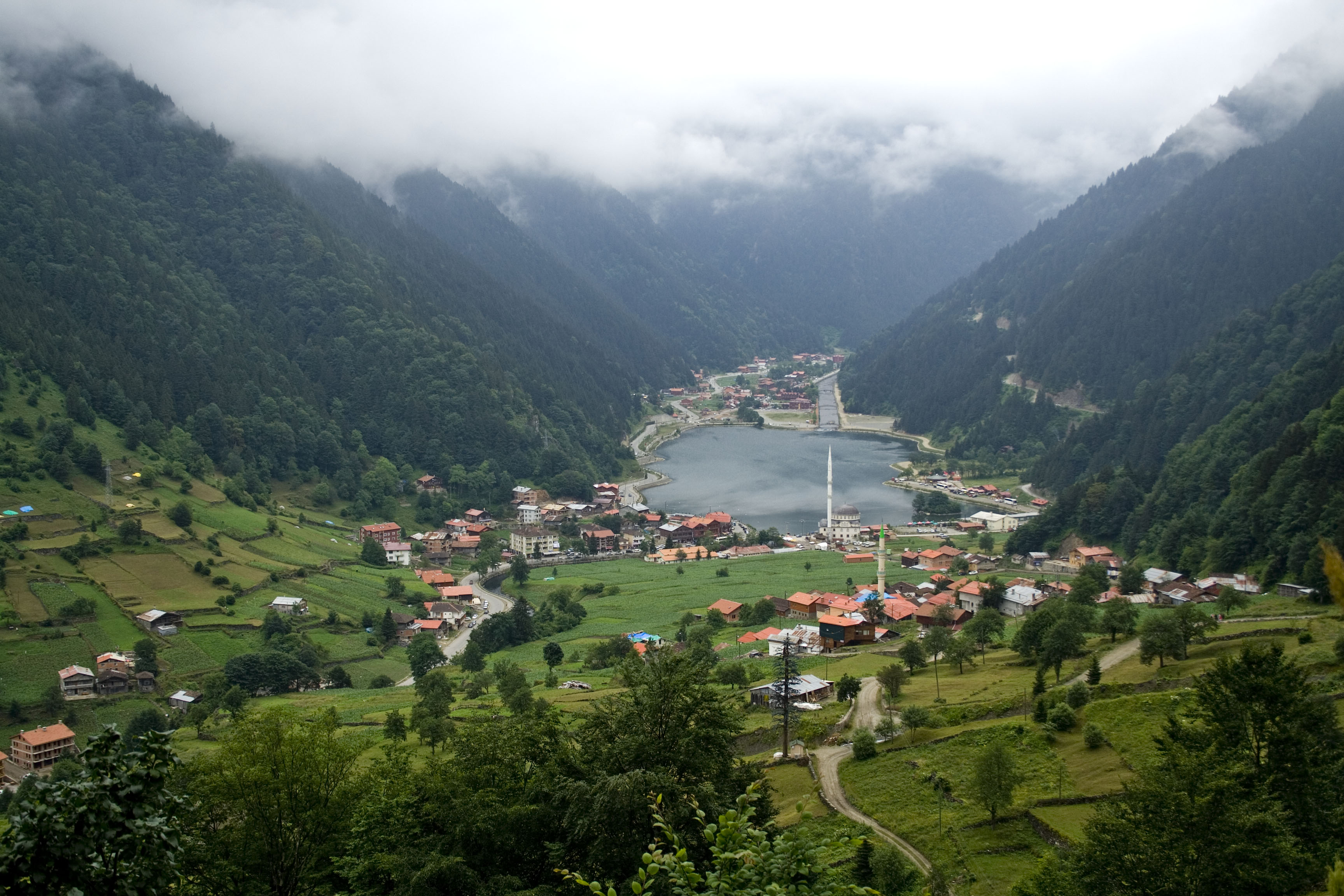 Uzungöl_lake_and_town