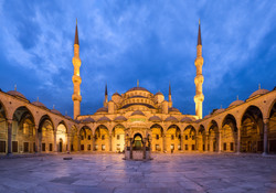 Blue_Mosque_Courtyard_Dusk_Wikimedia_Com