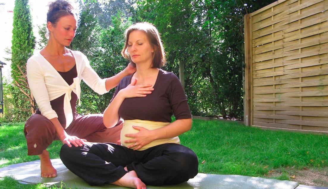 INTEGRALARTS Yoga für Schwanger und Rückbildungsyoga in Augsburg