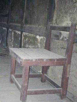 屋根裏に置き去られた椅子の怪
