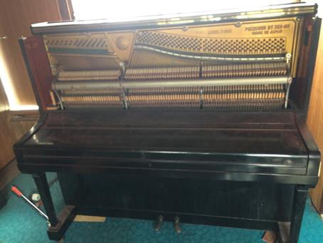 2人で2階からピアノを降ろしました~