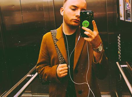В центре Екатеринбурга напали на дизайнера уральского бренда на почве ненависти к ЛГБТ.