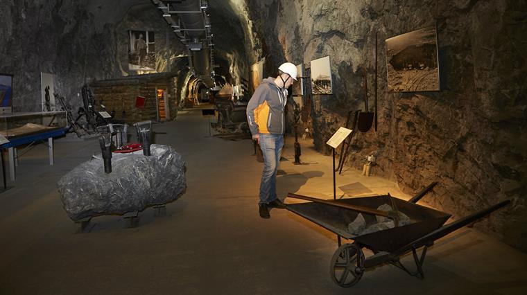 LKAB  visitor centre, nere i gruvans långa korridorer, och en utställning med bilder och verktyg.