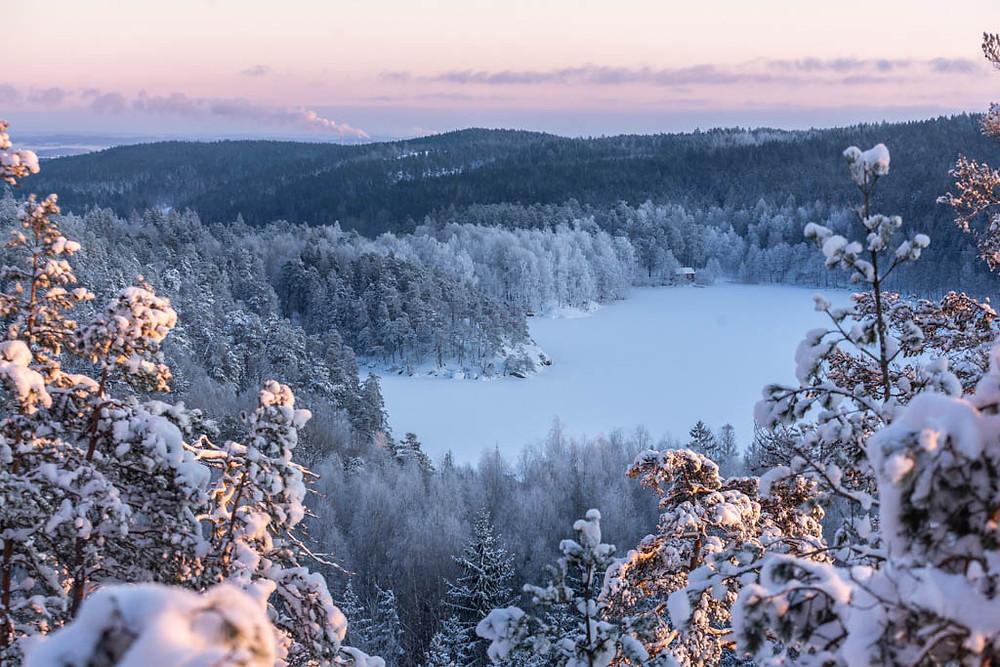 Tips att besöka i Östergötland-Ågelsjön-Vandring-bada-klättra