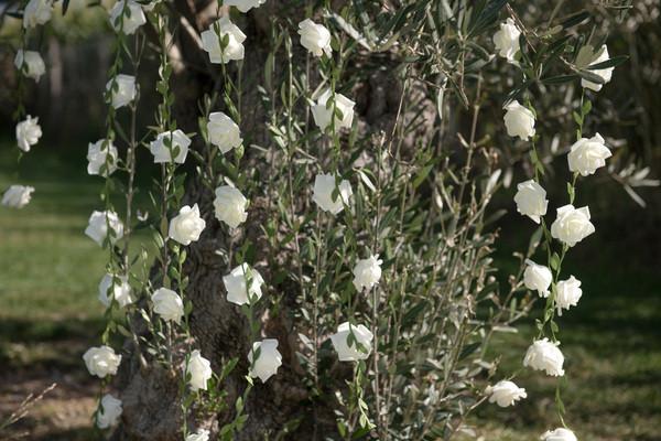 Guirlande de roses (blanches ou roses).j