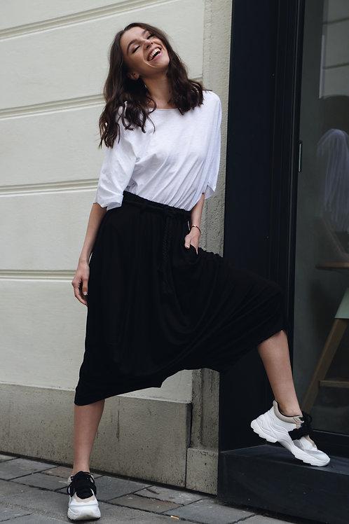 Loose mid-length pants- black/white