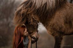mulher_e_cavalo_islandês