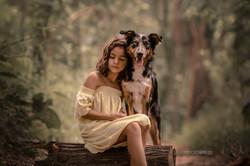 menina_abraçando_cachorro_border_collie.