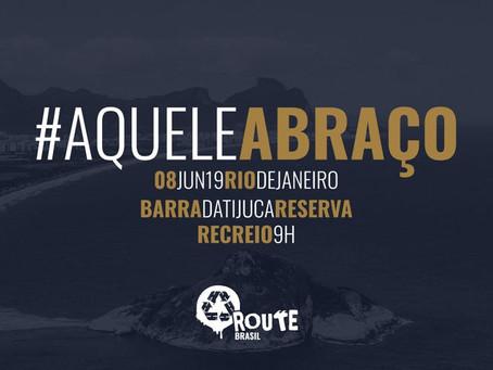 Praias da Barra da Tijuca, no Rio de Janeiro, recebem 'Aquele Abraço'