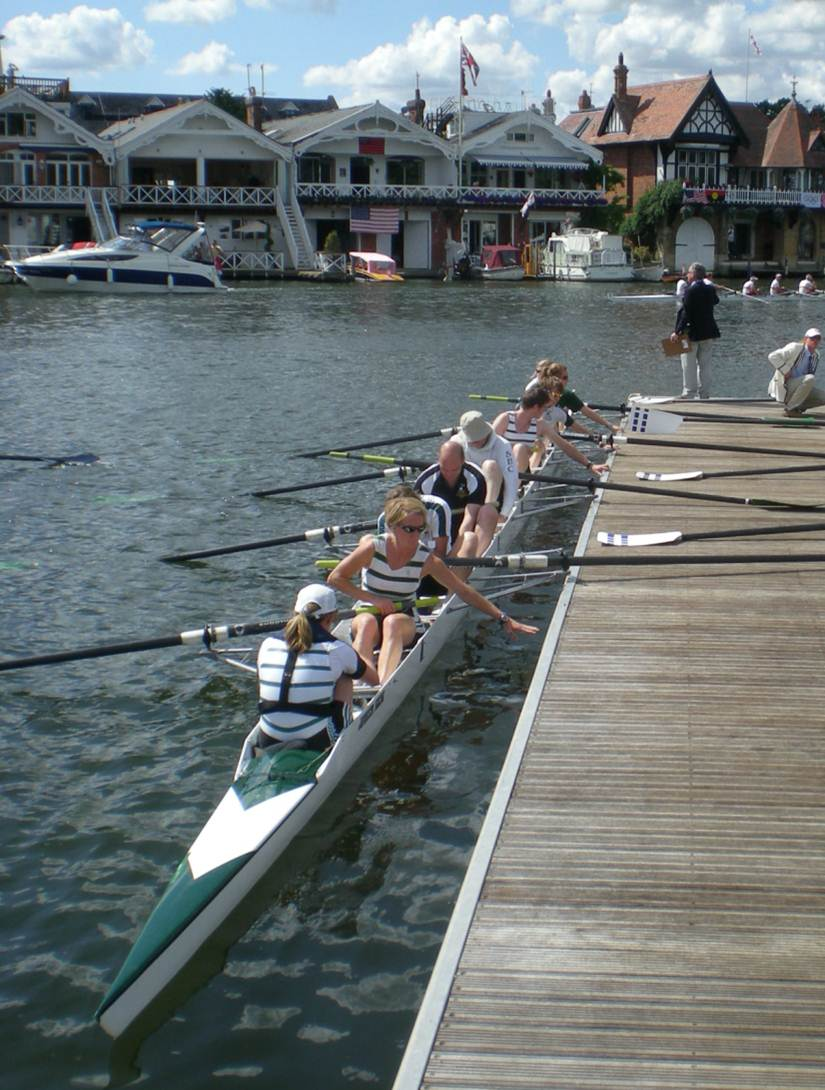 Remenham Club Row-Past, HRR 2009.png