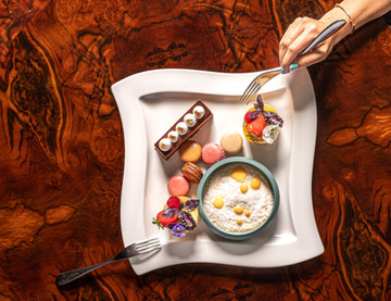 Dessert plate hand in - landscape.jpg